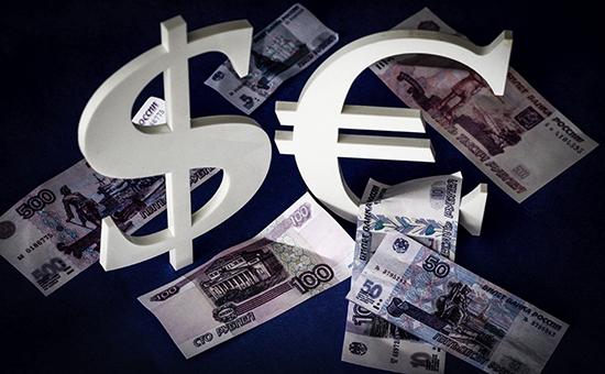 Курс евро впервые поднялся выше 53 руб.
